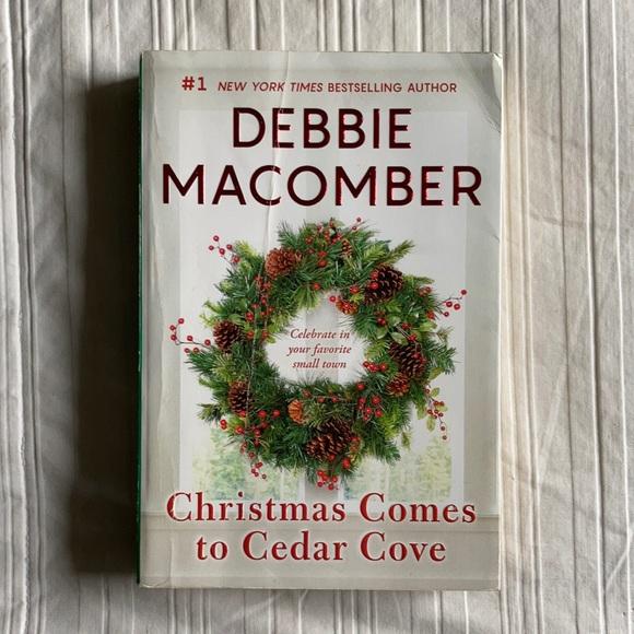 Christmas Comes to Cedar Cove by Debbie Macomber